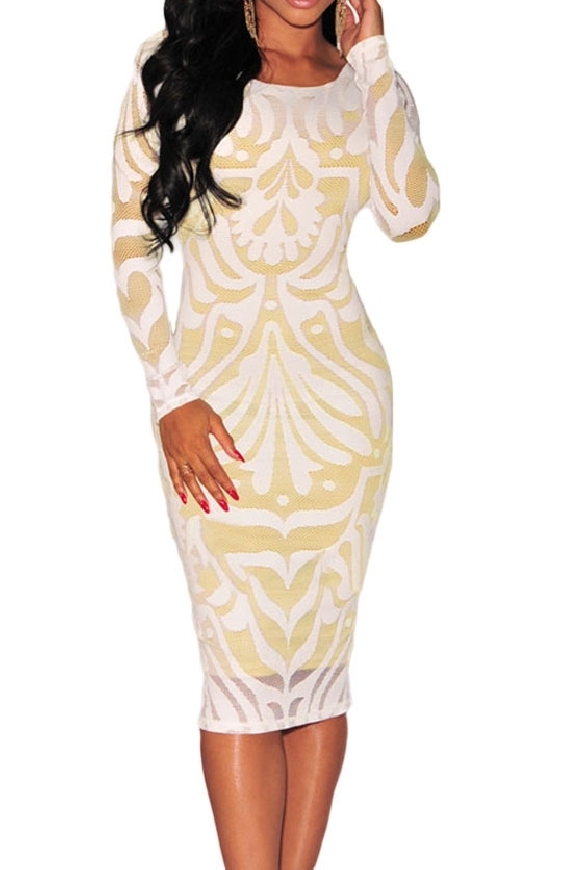 Biała sukienka z wzorami.