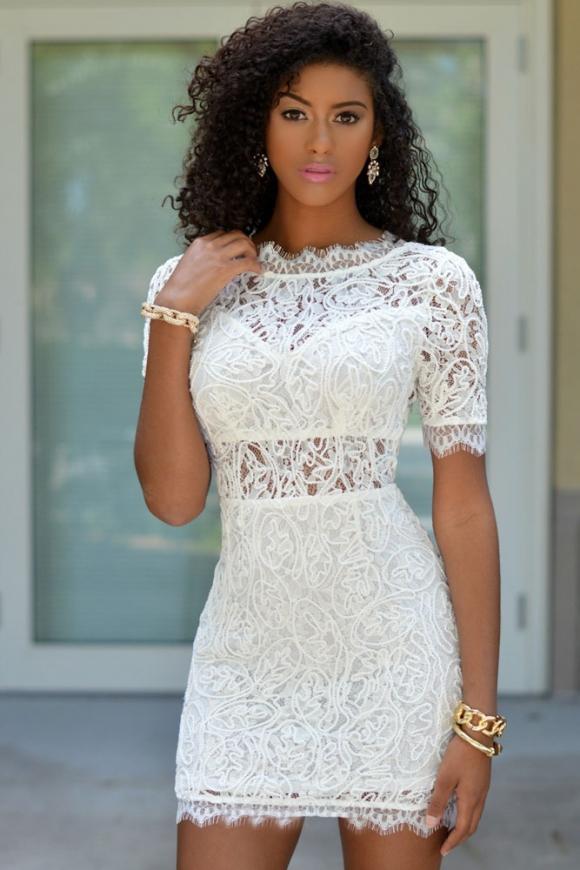Koronkowa biała sukienka z krótkim rękawkiem