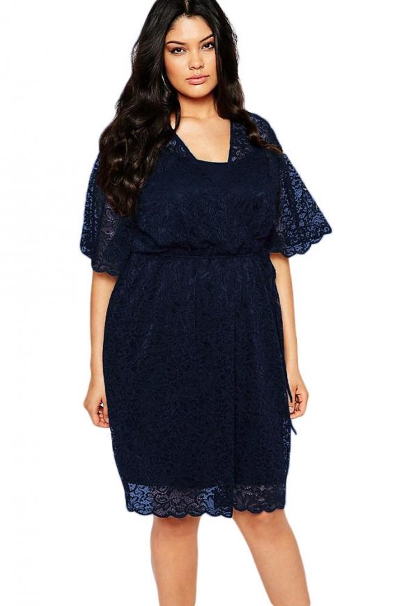 Granatowa koronkowa sukienka plus size | granatowe sukienki w dużych rozmiarach