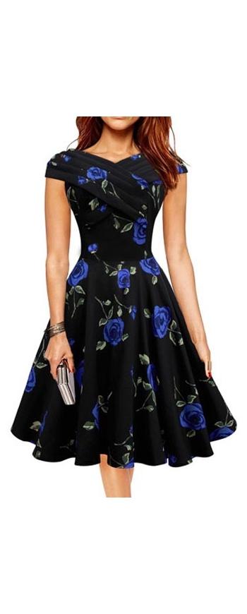 Rozkloszowana sukienka w niebieskie kwiaty