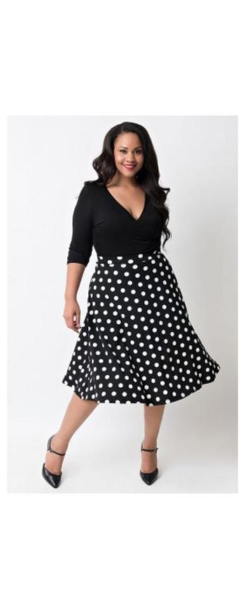 Sukienka Plus Size  czarna  w kropki | sukienka dla puszystych