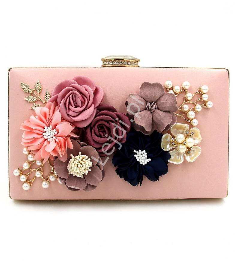 Wieczorowa torebka w kolorze pudrowego różu z kwiatami 3D ozdobionymi perełkami