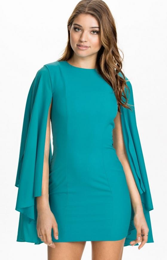Szmaragdowa sukienka z szyfonowymi rozciętymi rękawami