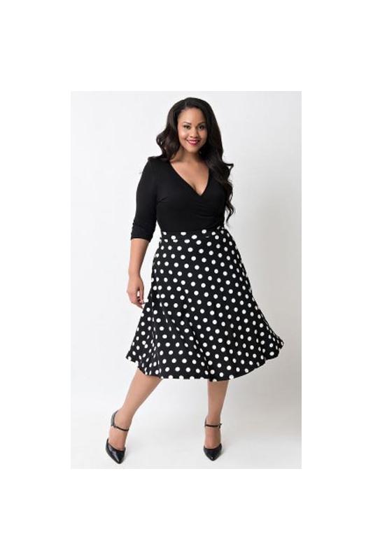 ad52eb4fd3 Sukienka Plus Size czarna w kropki