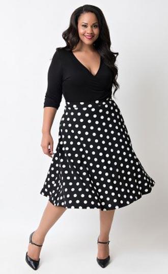 c6d50f41eb Sukienka Plus Size czarna w kropki