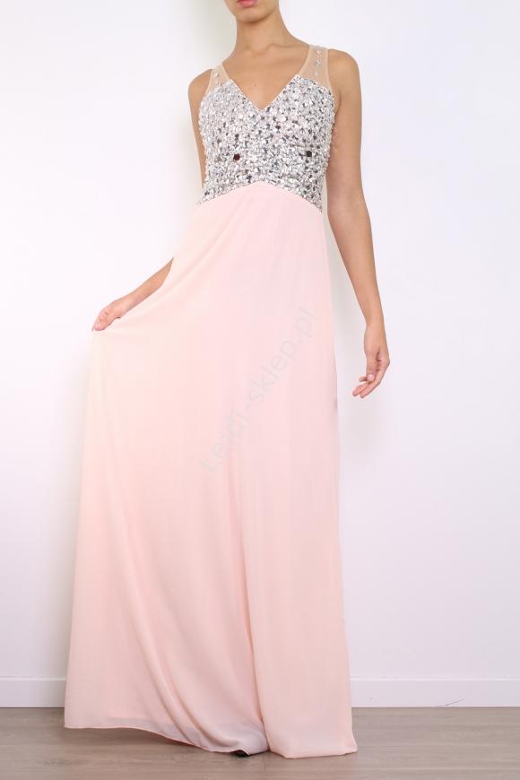 Długa szyfonowa suknia jasno różowa, na dekolcie wysadzana kryształkami