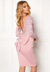 Krótka suknia wieczorowa z kokardą z tyłu - Goddiva pudrowy róż - 987A