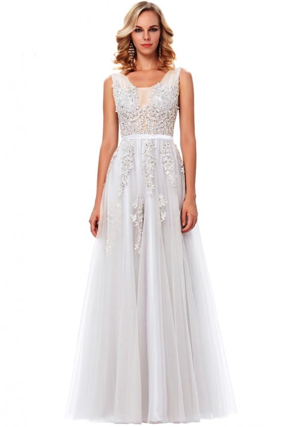 Tiulowa suknia ślubna zdobiona gipiurową koronką