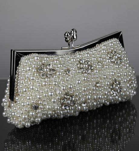 Torebka wieczorowa z perełek, zdobiona kryształkami