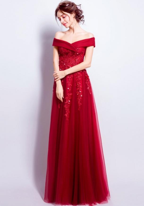 1ad2079dcb Genialna czerwona długa sukienka wieczorowa z drobnymi koralikami i  cekinami. Hiszpanka.