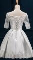 Biała sukienka ślubna z odkrytymi ramionami