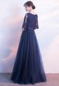 Tiulowa długa suknia z rozszerzanymi rękawami