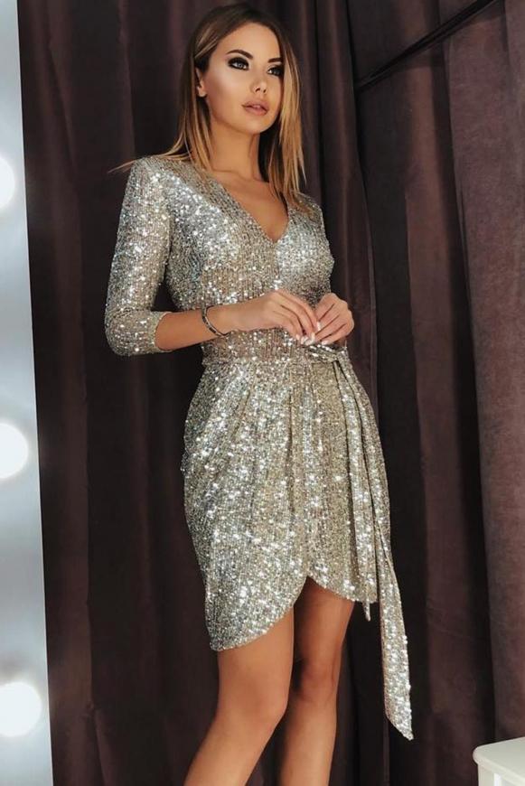 Srebrna cekinowa sukienka na sylwestra