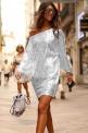 Błyszcząca srebrna sukienka cekinowa