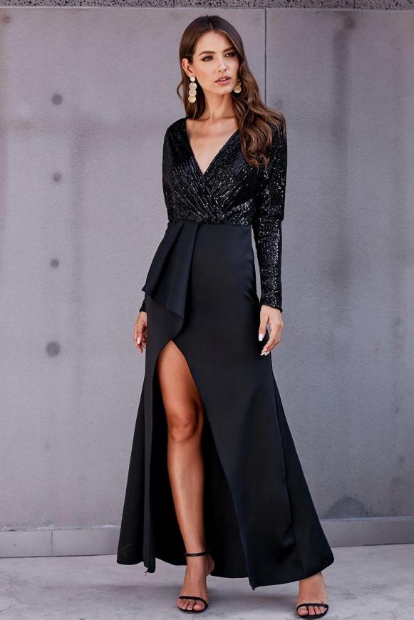 Długa czarna suknia zdobiona cekinami