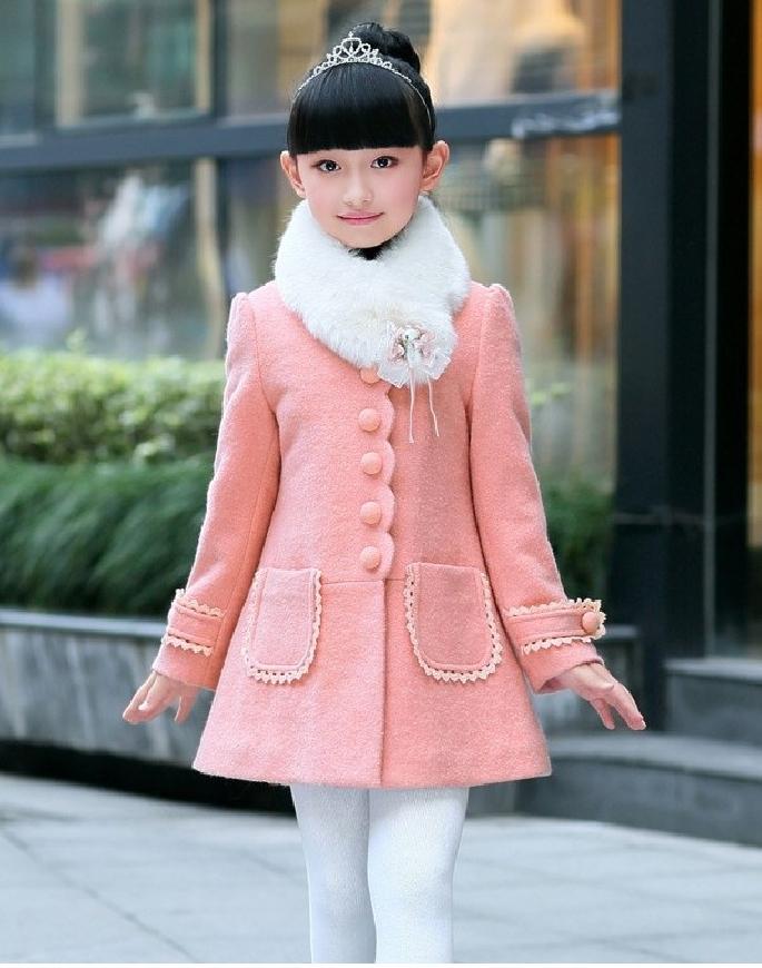Modny płaszcz dla dziewczynki z furzanym kołnierzem
