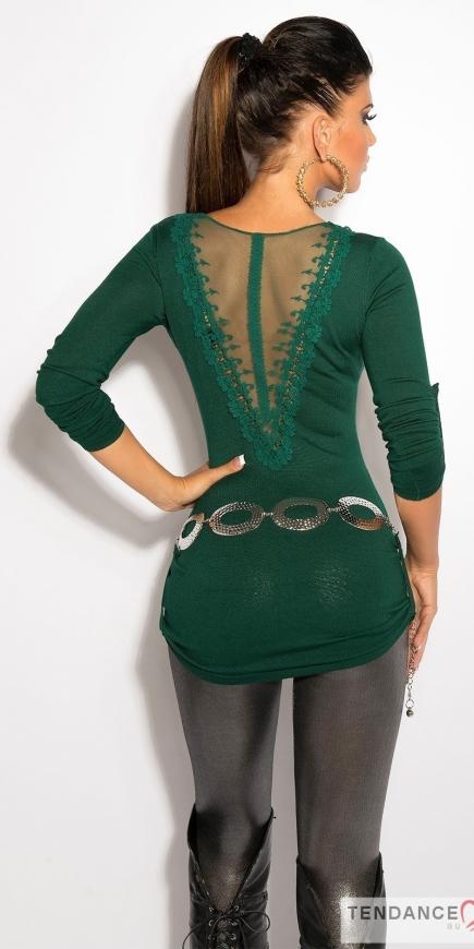 Zielony sweter z koronką i haftem