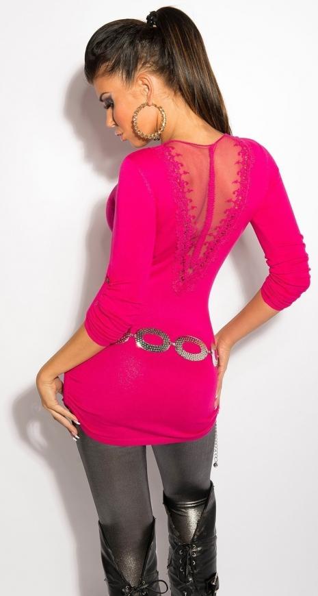 Różowy sweterek z haftem i siateczką na plecach