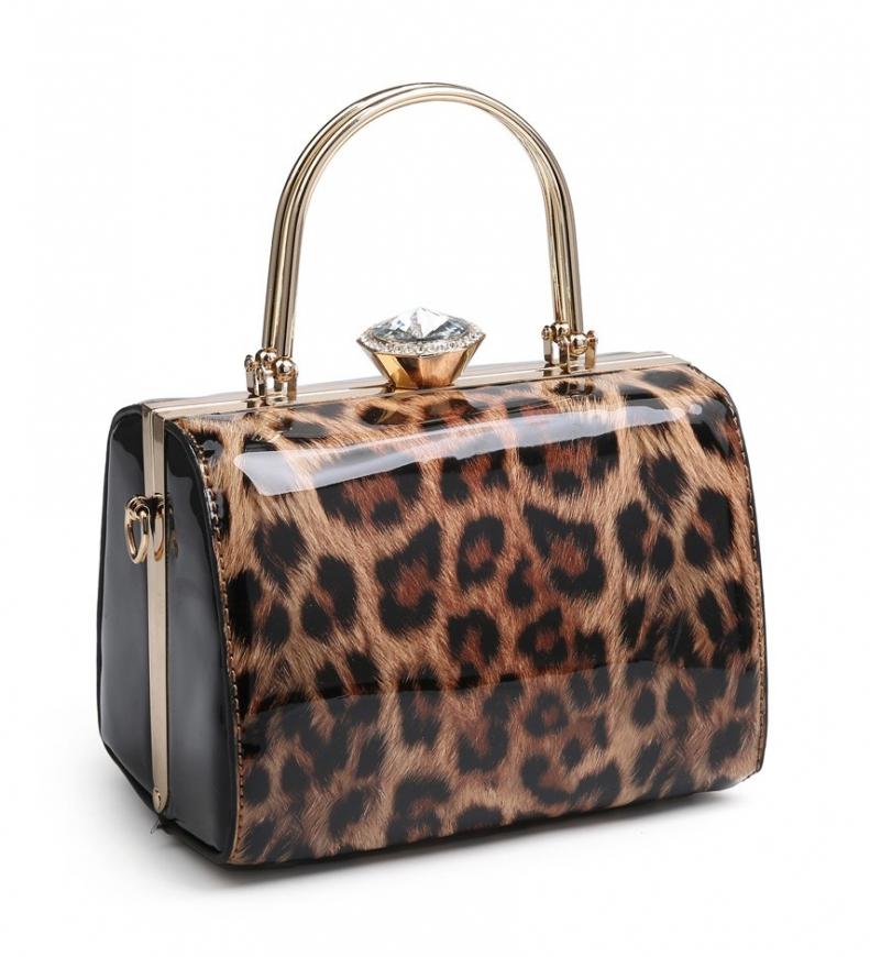 Stylowa torebka lakierowany kuferek z leopardzie cętki