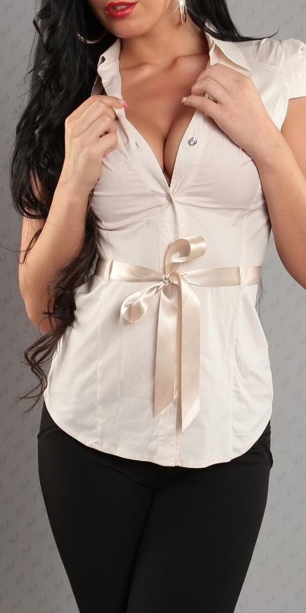Beżowa koszula z satynowym paskiem