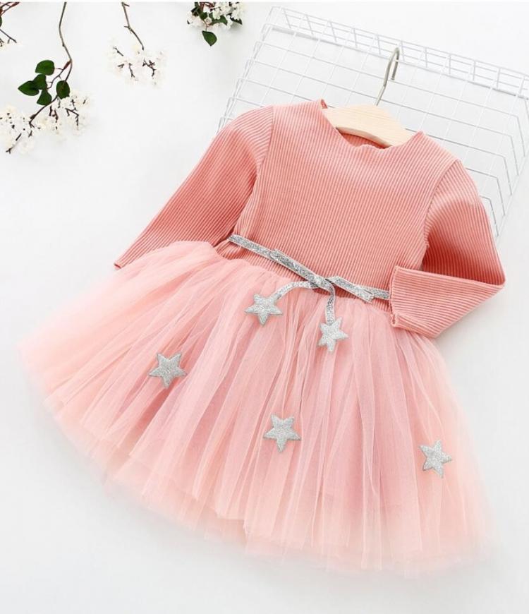 Elegancka sukienka dla dziewczynki z srebrnymi gwiazdkami na pasku
