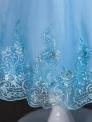 Tiulowa sukienka na komunię z kwiatowym haftem