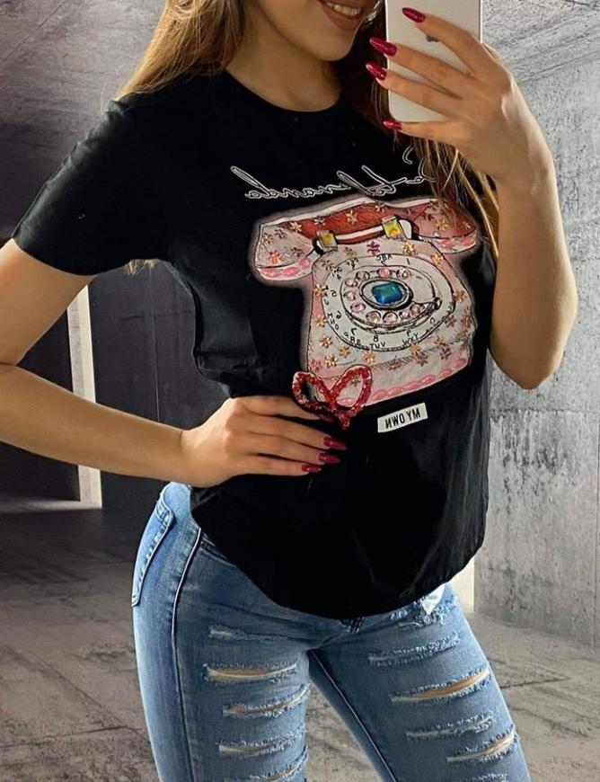 Czarna koszulka damska z zdobionym telefonem