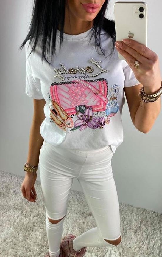 Biała koszulka damska zdobiona z napisem Lovely