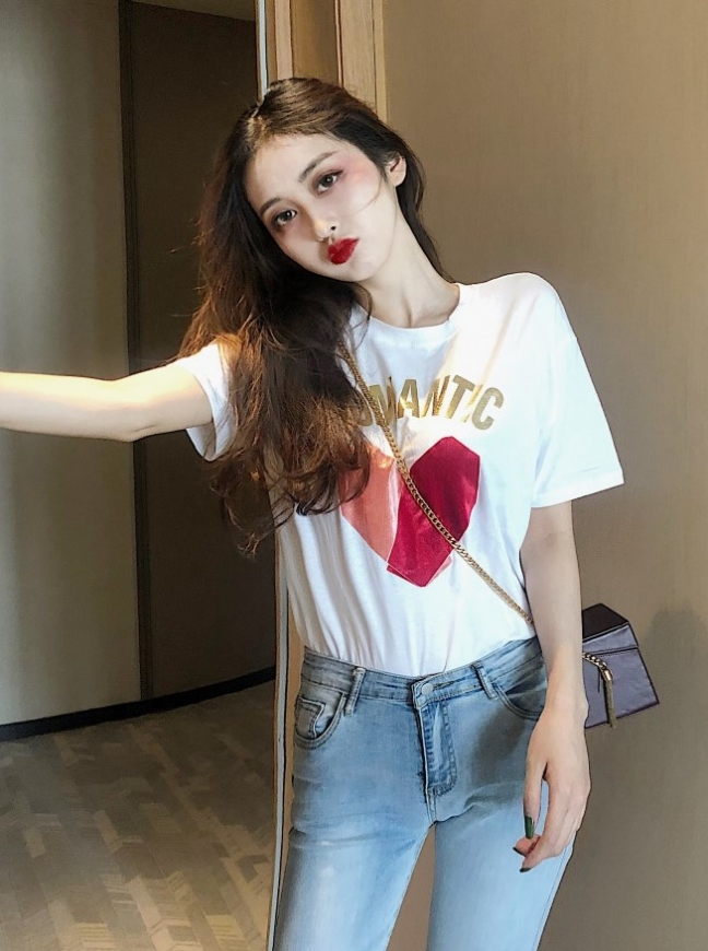 BIały damski t-shirt z sercem