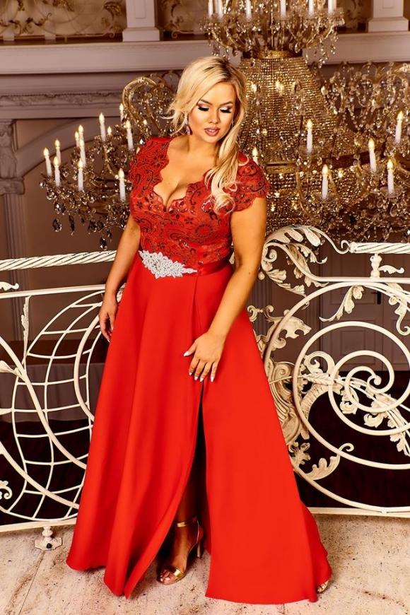 Czerwona suknia z rozcięciem ukazującym nogę, Crystal 2
