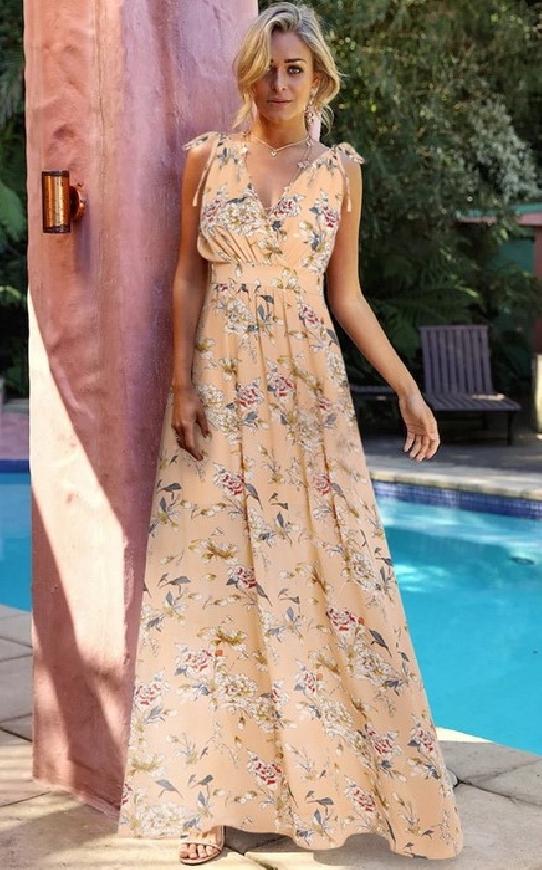 Brzoskwiniowa długa sukienka w kwiaty