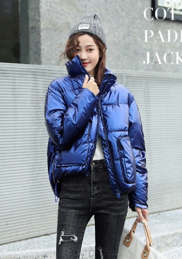 Niebieska kurtka damska z wysokim kołnierzem