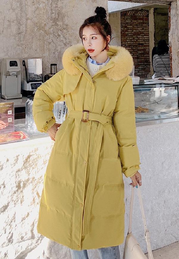 Ciepły zimowy płaszcz w kolorze musztardowym