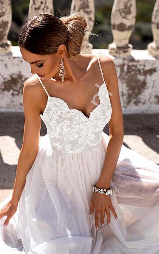Delikatna sukienka ślubna na cienkich ramiączkach Moli