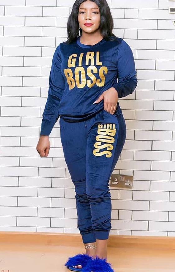 Granatowe dresy plus size z miękkiego weluru z napisem Girl Boss