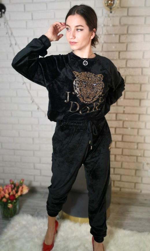 Welurowy czarny dres z kryształkowym tygrysem i napisem J'dore464