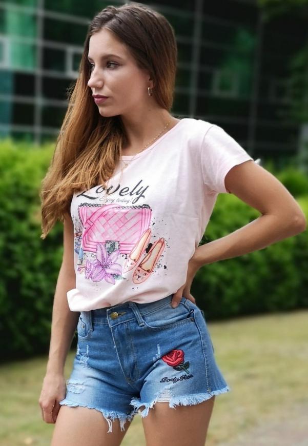 Jasno różowa koszulka bawełniana z napisem Lovely