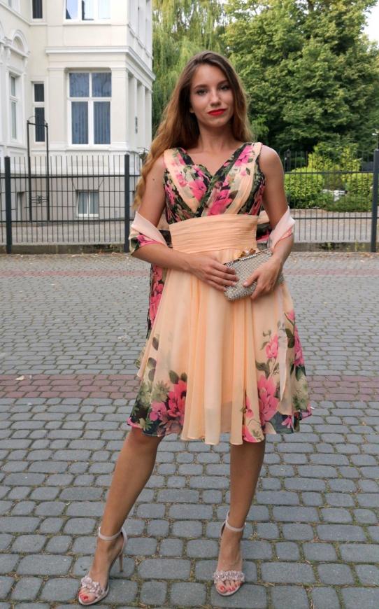 Krótka kwiatowa sukienka na wesela, dla świadkowej