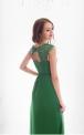 Wieczorowa sukienka w zielonym kolorze zdobiona koronką