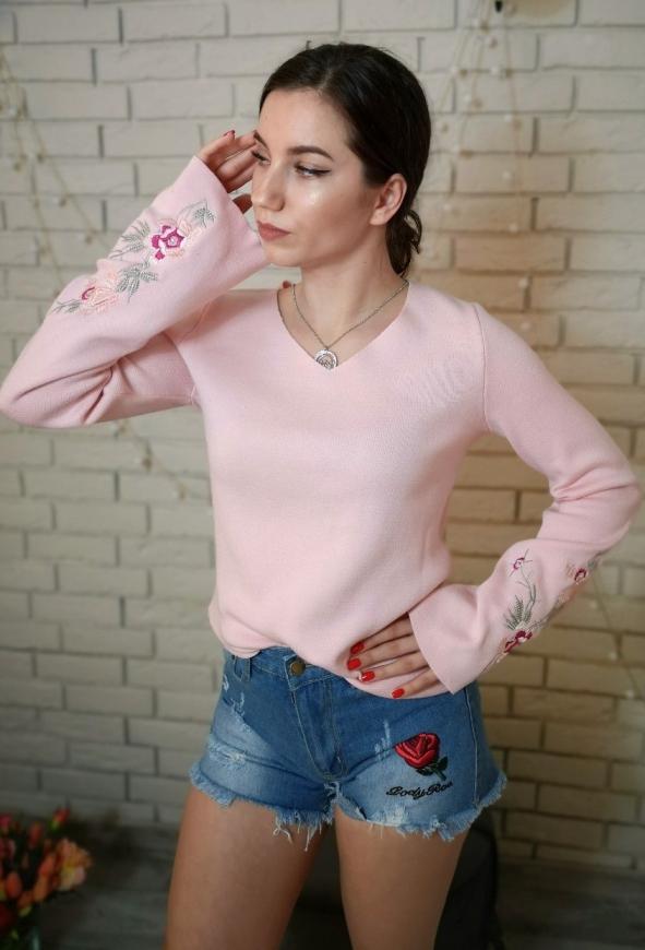 Modny sweterek z kwiatowym haftem, Melrose