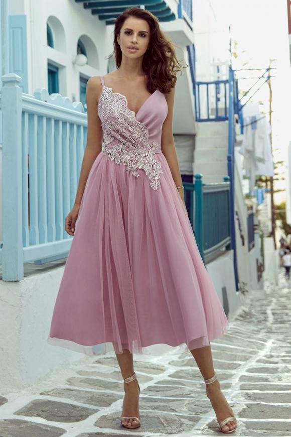 Różowa elegancka sukienka midi z koronką w talii m418