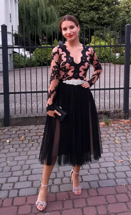 Przepiękna sukienka tiulowa midi w czarnym kolorze, Rene