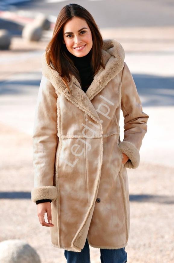 Beżowo karmelowy płaszcz plus size, kożuch z ciepłym misiem