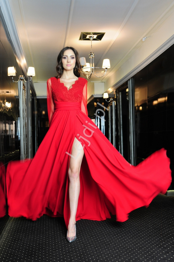Czerwona suknia wieczorowa z długim tiulowym rękawem m379