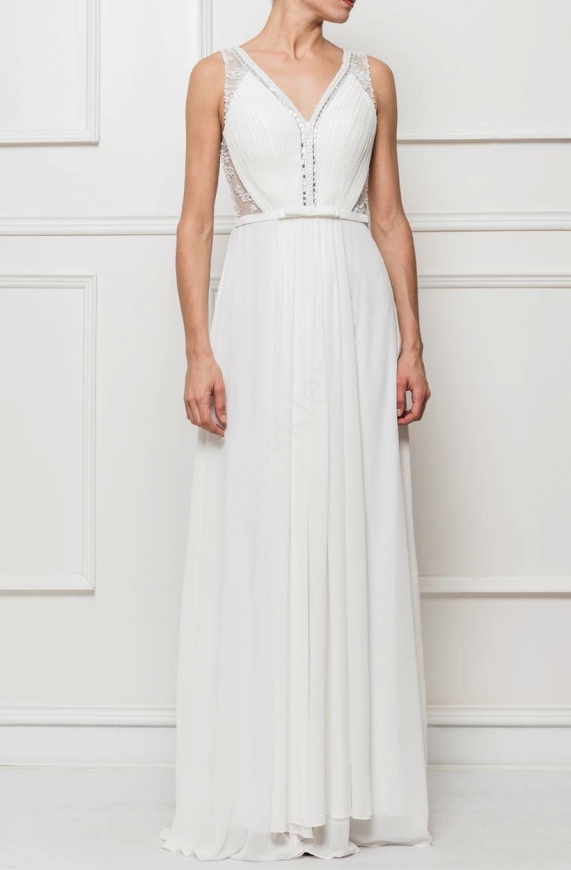 Piękna suknia ślubna z koronką i koralikami