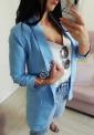 Błękitny żakiet damski z podwiniętymi rękawami