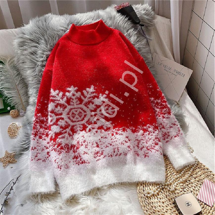 Sweter świąteczny jasno różowy z białą śnieżynką